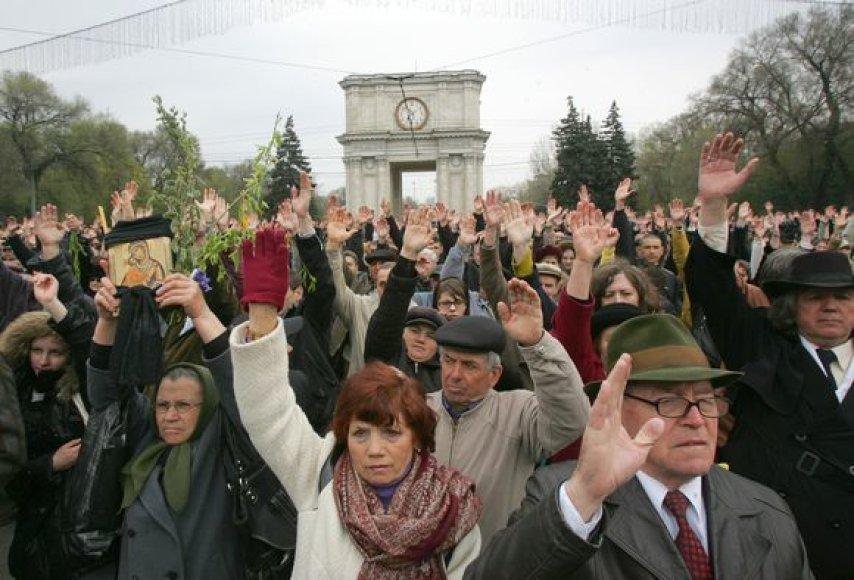 Moldovos Konstitucinis teismas nusprendė, kad turi būti perskaičiuoti visi balsai, atiduoti per rinkimus.