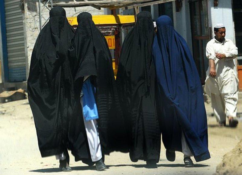 Saudo Arabijos musulmonų lyderiai pasisako prieš tai, kad moterų veidai būtų rodomi per televiziją.