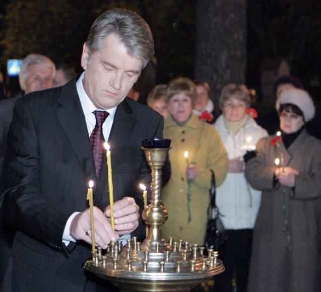 Ukraina anksti sekmadienį pagerbė lygiai prieš 23 metus įvykusios Černobylio katastrofos aukas.