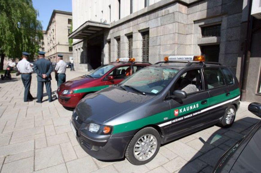 Kauno policininkams išnuomoti keturi riedžiai.