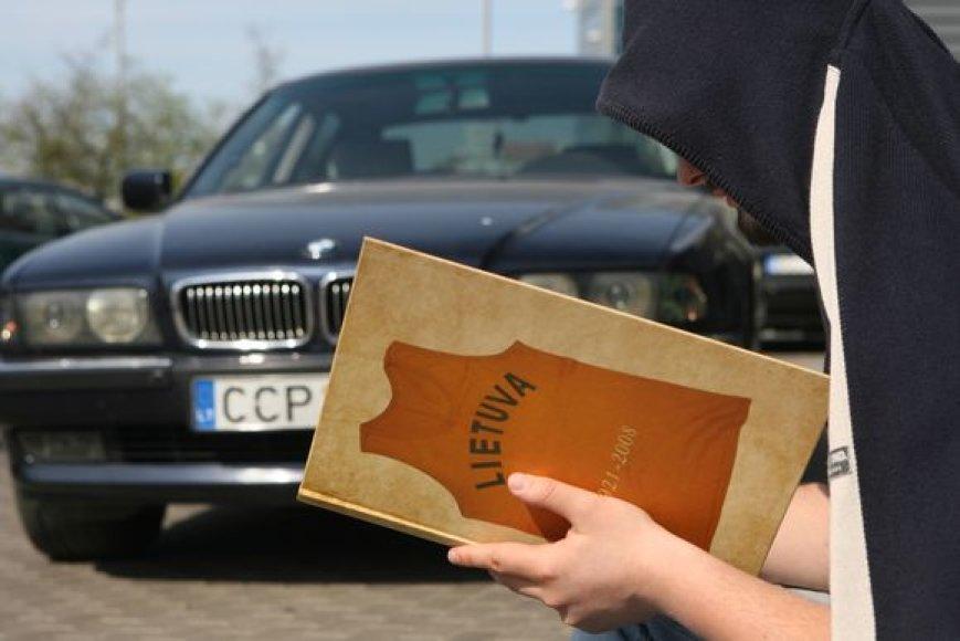 Dauguma taksi vairuotojų profesinės kompetencijos ir kvalifikacijos įskaitai ruošiasi savarankiškai.
