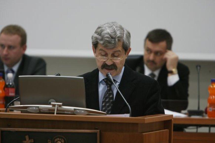 Miesto finansų departamento vadovas E.Kačkus tikina suprantąs verslo padėtį, tačiau siūlo NT mokesčio tarifo mieste nemažinti, nes priešingu atveju, miesto ižde atsivertų skylė.