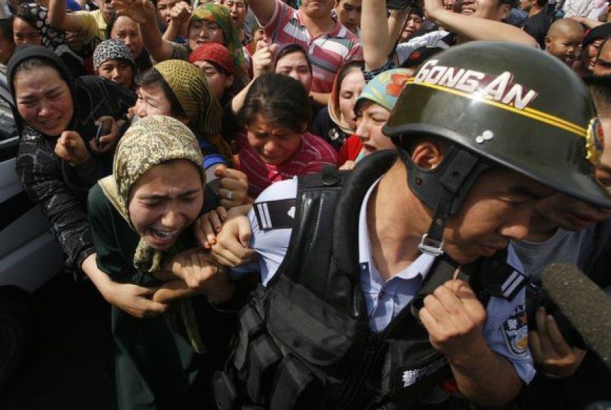 Neramumai Kinijoje tęsiasi