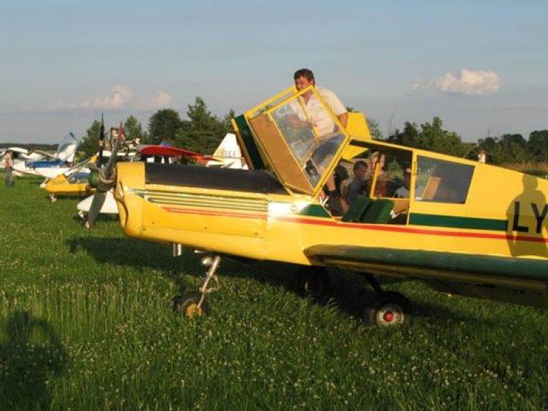 Lietuvos padangėje galima pamatyti neįprastą nedidelių lėktuvų eskadrilę.