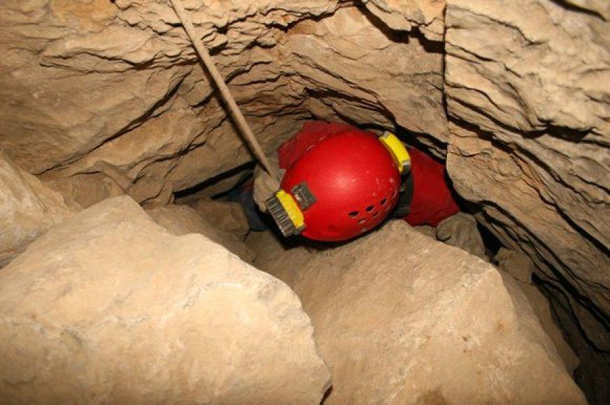 Bene sudėtingiausia dalykas siekiant rekordo buvo pranerti giliai po žeme esančias apsemtas vandeniu urvo dalis.