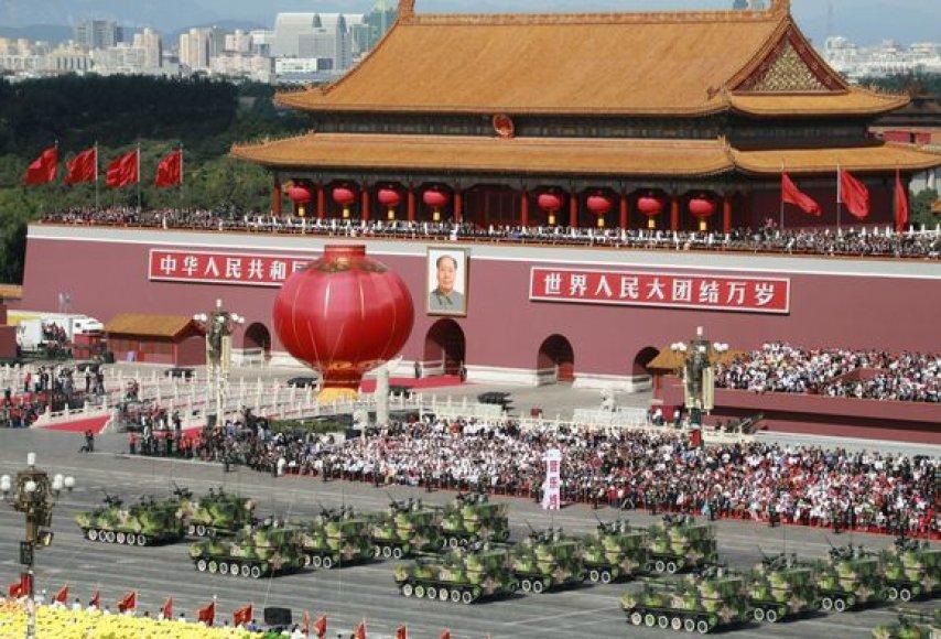 Kinija švenčia kaip per karą.