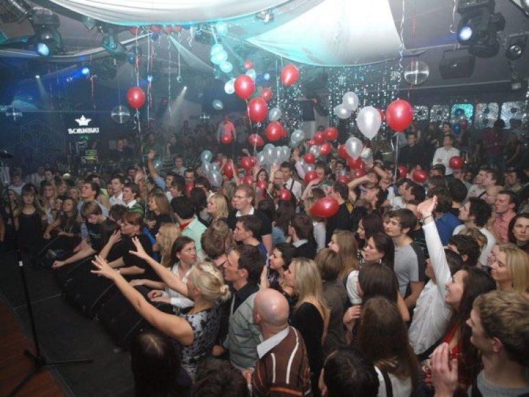 """Penktadienį naktinis Vilniaus klubas """"Pacha"""" šventė savo antrąjį gimtadienį, todėl šios šventės proga pasikvietė islandų grupę """"Gus Gus""""."""