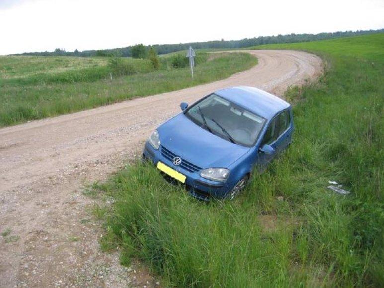 """Pasieniečiai sulaikė du išvakarėse Vokietijoje pavogtus """"Volkswagen golf""""."""
