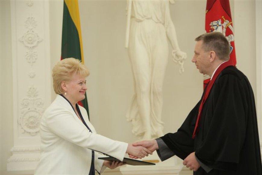 Prezidentūroje antradienį prisiekė naujasis generalinis prokuroras Darius Valys.