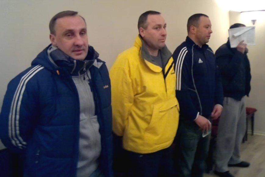 Keturi kauniečiai – (iš kairės) R.N.Žlioba, M.Žilinskas, T.Tumasonis ir E.Bilinskas, trečiadienio vakarą Vilniaus apygardos teisme išklausė griežto nuosprendžio, tačiau laisvės kol kas neprarado.
