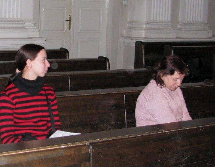 Vyro netekusi M.Kučko šioje byloje yra tik liudytoja, tuo tarpu sūnų palaidojusi K.Belkevič pripažinta nukentėjusiąja.