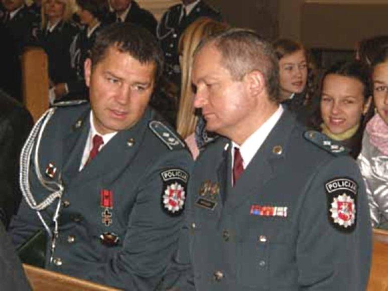 Nerijus Šiaulys (kairėje) irgi yra priverstas trauktis iš pareigų.