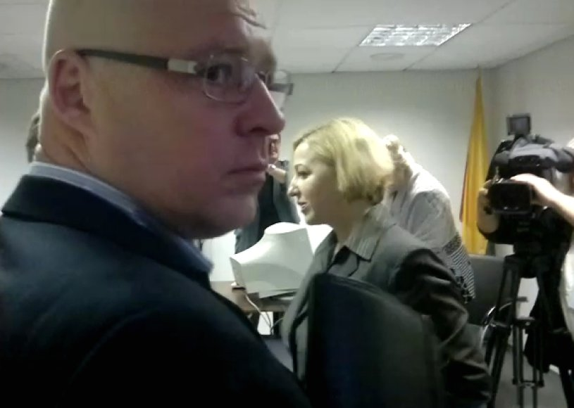 Kaltinamieji: FNTT pareigūnė L.Andriuškevičienė ir vienos firmos darbuotojas A.Antanaitis.