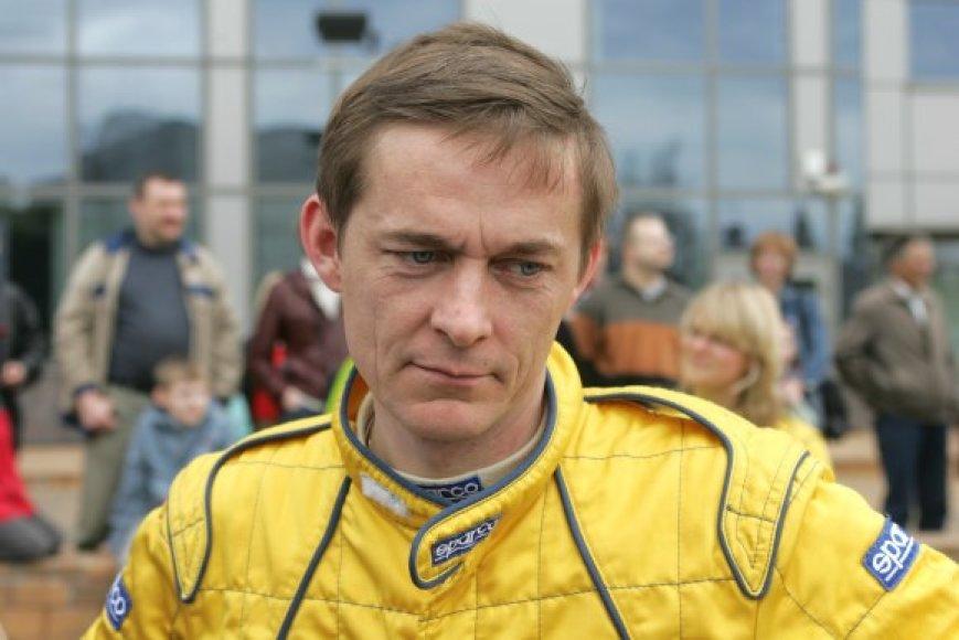 R.Lipeikis yra tituluotas lietuvių lenktynininkas, tačiau profesionalo įgūdžiai šiandien Panevėžyje jo apsaugoti negalėjo.