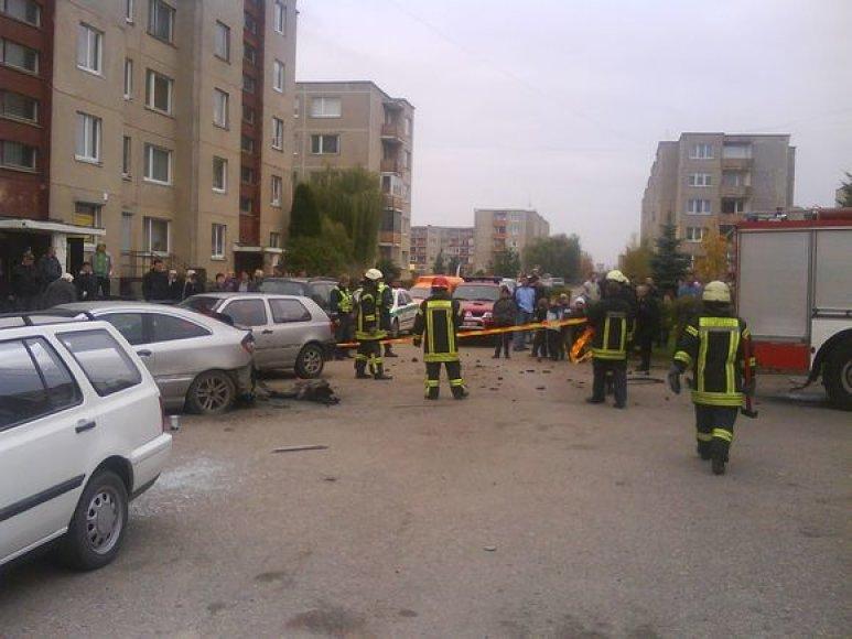"Kėdainiuose sprogęs ""Mercedes Benz"""