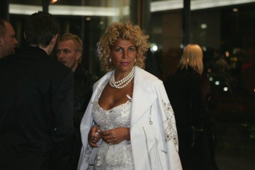 Garsi advokatė S.Pronina niekada nelieka nepastebėta vien dėl jos aprangos.