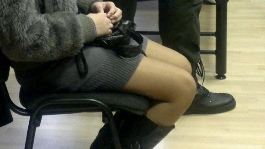 Į Apeliacinio teismo posėdį nukentėjusia pripažinta nepilnametė atėjo vilkėdama seksualia aptempta suknele. Nuteistieji yra minėję, kad mažametė jiems pasirodė vyresnė, juolab ji pati šiek tiek pamelavo apie amžių.