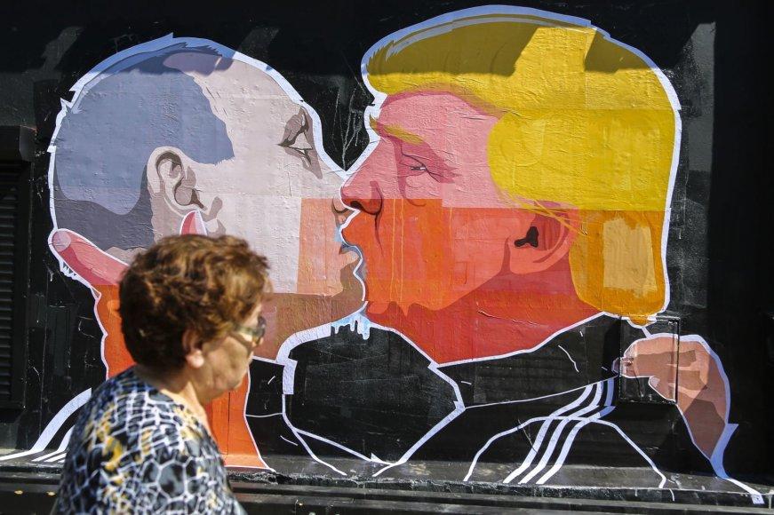 Irmanto Gelūno / 15min nuotr./Grafitis su Donaldo Trumpo ir Vladimiro Putino bučiniu