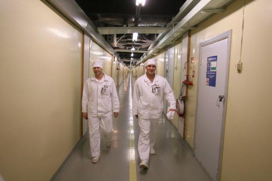 Darbuotojams tenka vaikščioti ilgais koridoriais
