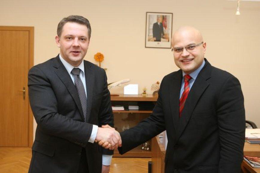 Susisiekimo ministras Eligijus Masiulis ir Tarptautinio Vilniaus oro uosto direktorius Tomas Vaišvila