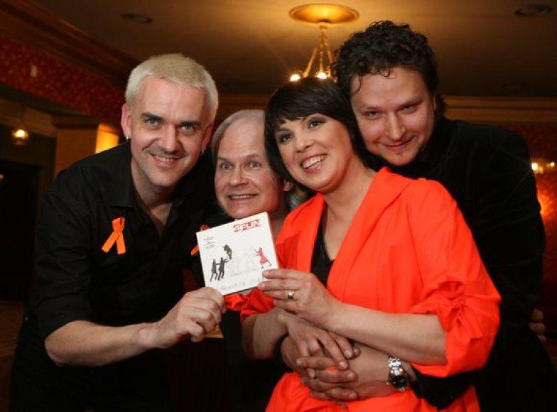 """Grupė """"4Fun"""" išleidžia dvigubą studijinį autorinių dainų albumą  """"Dėlionė""""/""""A puzzle"""", kurį sudarys lietuviškas ir angliškas CD."""