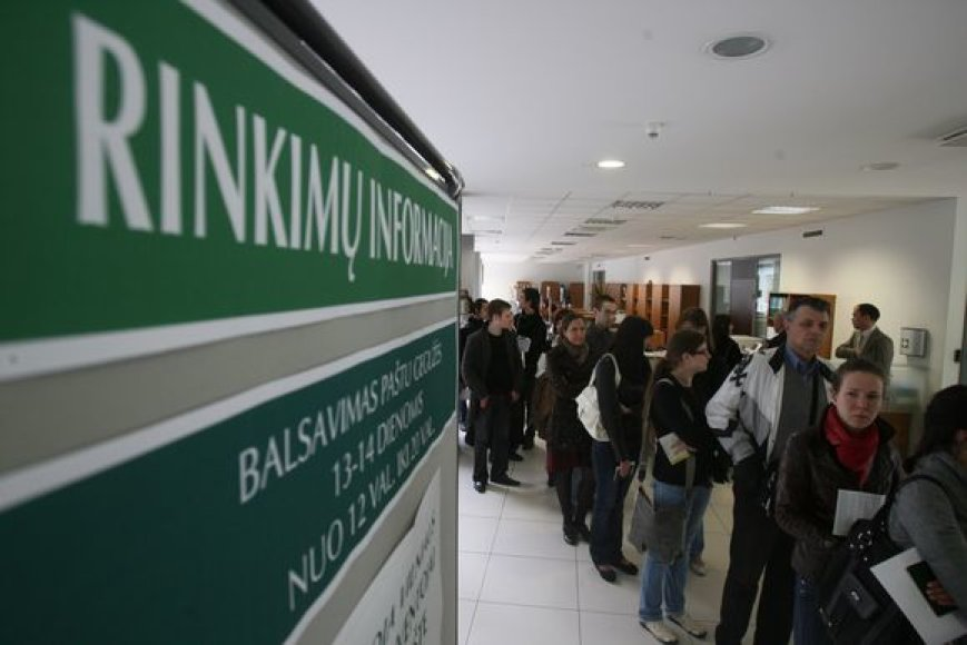 Prie išankstinio balsavimo vietos Vilniuje – eilės.