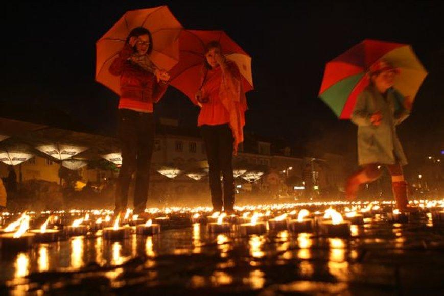 Vilniaus Rotušės aikštėje parodytas ugnies šou.