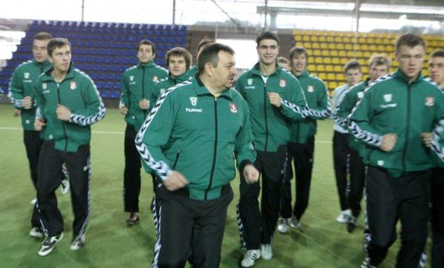 Vilniaus meras Vilius Navickas mankštinasi su futbolininkais