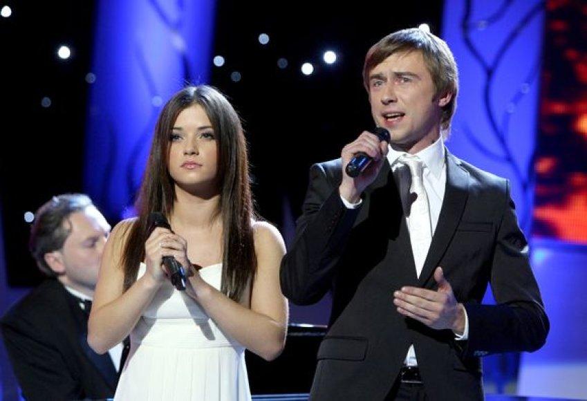 """Muzikiniame projekte """"Žvaigždžių duetai"""" – dainos mamoms."""