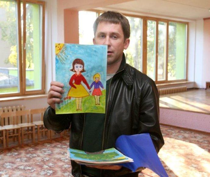 """Grupės """"SEL"""" lyderis Egidijus Dragūnas bendravo su Vaikų globos namų auklėtiniais"""