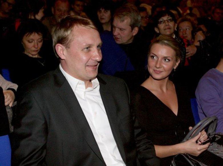 Andrius Šedžius su jaunąja drauge Monika
