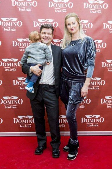 Irmanto Gelūno / 15min nuotr./Deividas ir Renata Norvilai su sūnumi