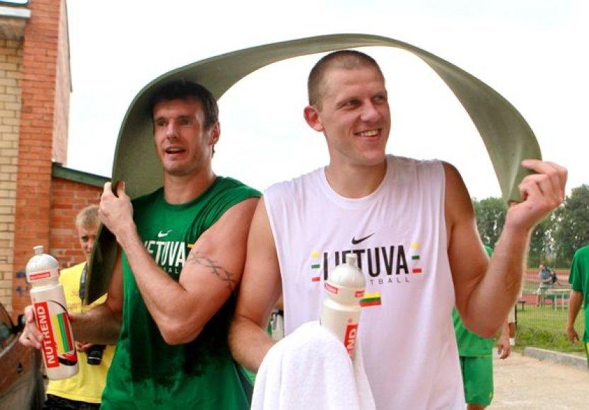 Kšyštofas Lavrinovičius ir Marijonas Petravičius slepiasi nuo lietaus