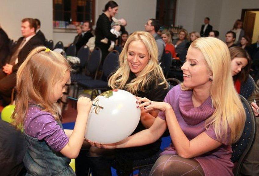 Elena Puidokaitė-Atlanta su dukra ir Rūta Mikelkevičiūtė