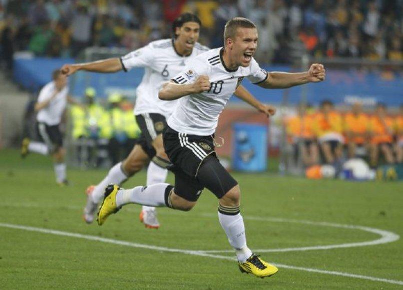 L.Podolskis jau rungtynių pradžioje išvedė vokiečius į priekį