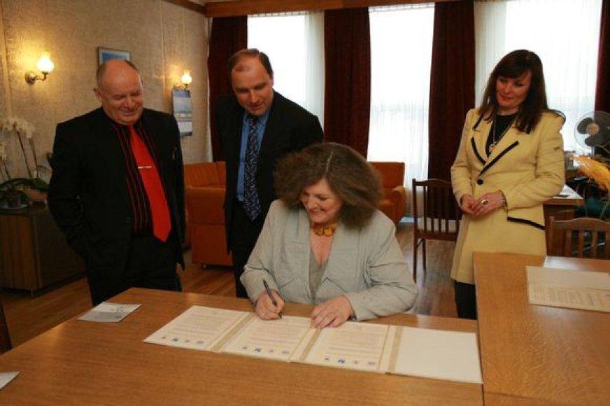 Memorandumą pasirašė uostamiesčio menininkų kalvių vadovai.