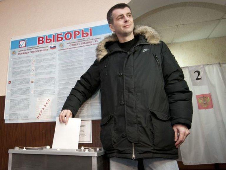 Sergejus Prochorovas balsuoja rinkimuose