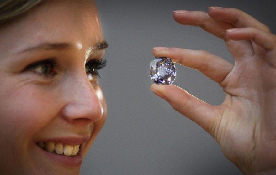 Deimantų paklausa pasaulyje vis mažėja.
