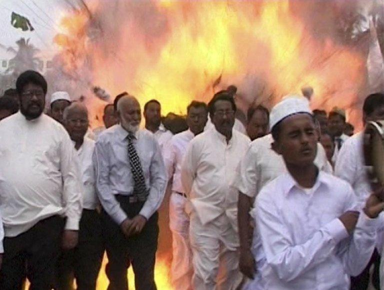 Išpuolis Šri Lankoje įvyko religinės eisenos metu.