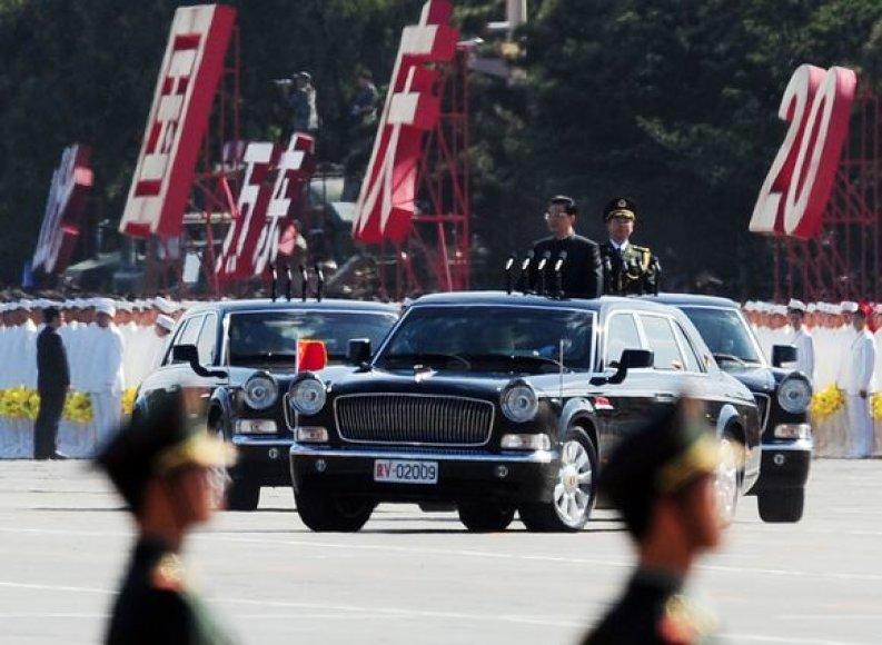 """Kol kas automobiliais """"Hongqi HQE"""" galėjo važinėti tik Kinijos valdžios atstovai."""
