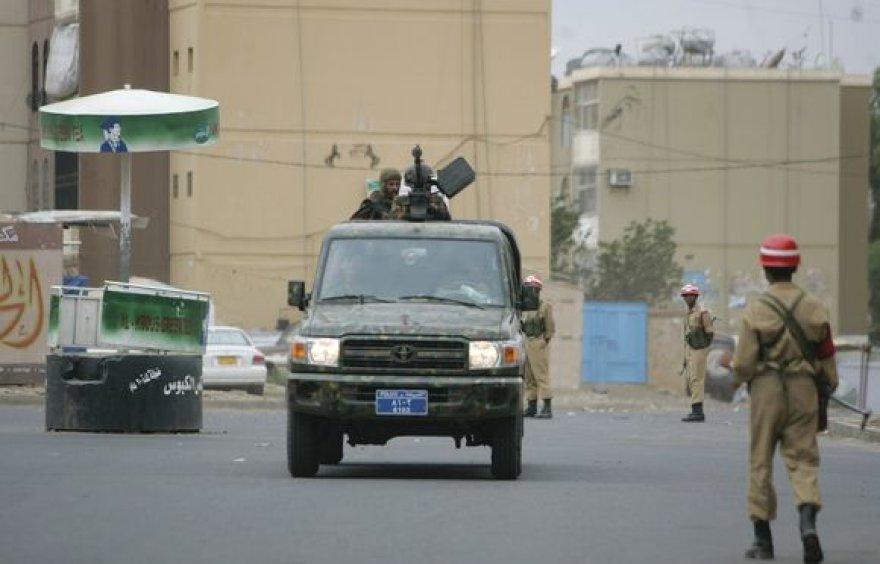 Pareigūnai patruliuoja prie JAV ambasados Jemene