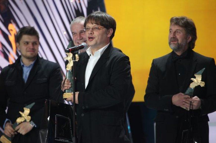 Valerijus Todorovskis su aktoriais atsiima apdovanojimą