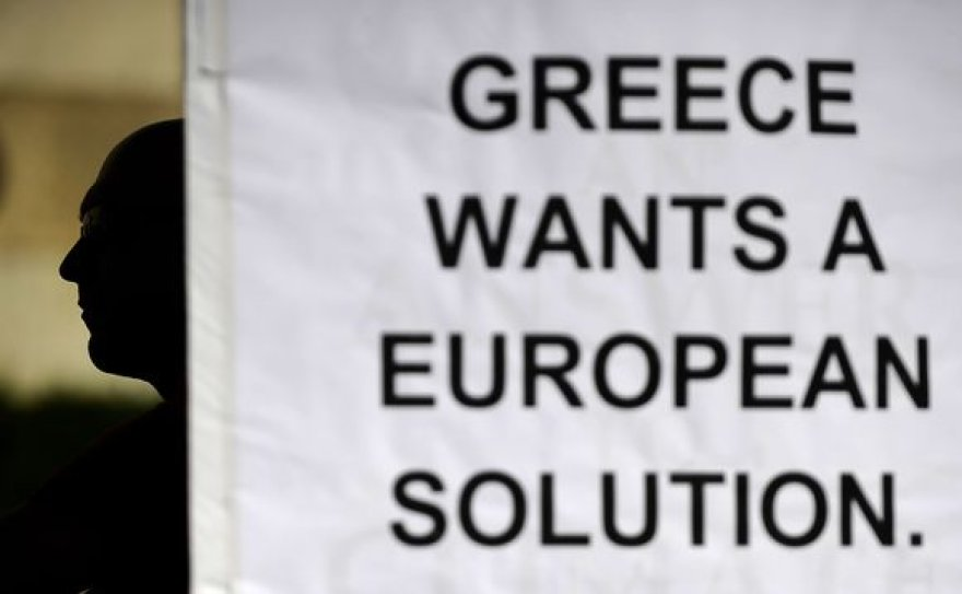 Europos Sjunga gelbėja Graikiją