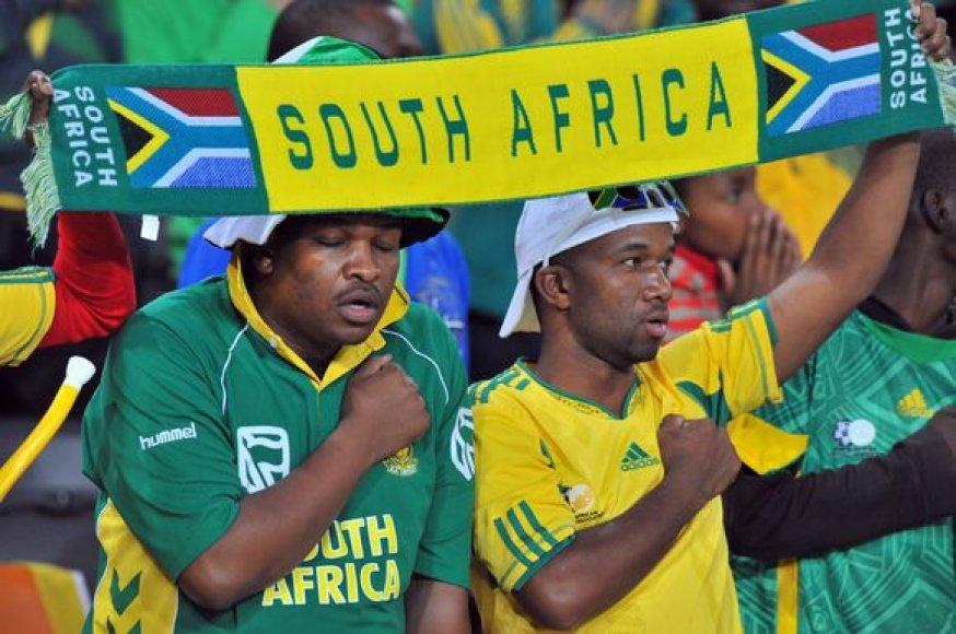 pasigirsta vis daugiau kritikos, kad čempionate nėra vietos sirgaliams iš Afrikos