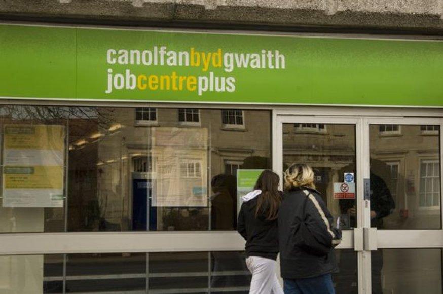 Nedarbo lygis Jungtinėje Karalystėje mažėja