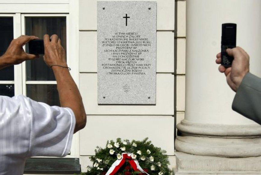 L.Kaczynskio atminimui skirta paminklinė lenta