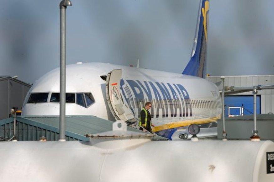 """Avariniu būdu nusileidęs """"Ryanair"""" lėktuvas"""