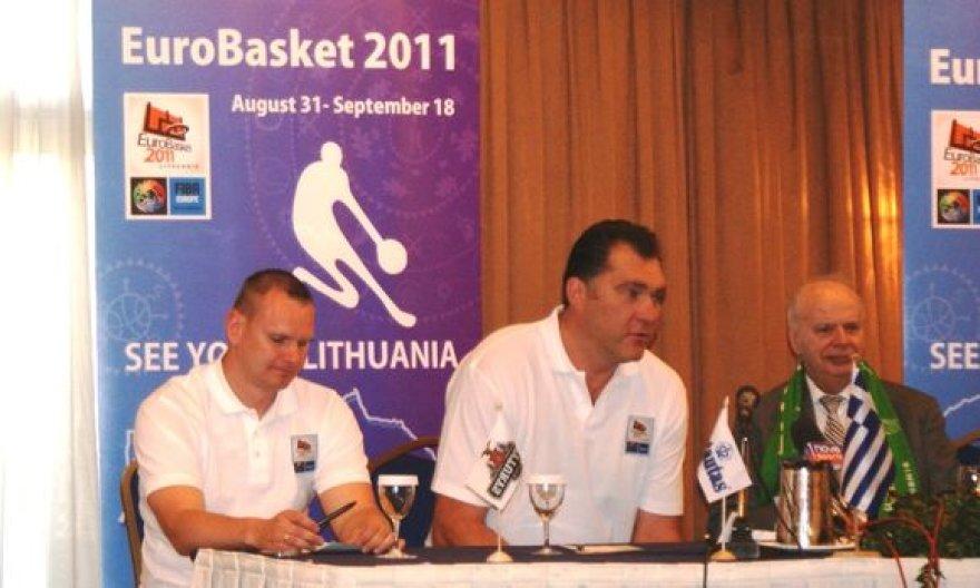 Mindaugas Špokas, Arvydas Sabonis ir Graikijos krepšinio federacijos prezidentas Giorgos Vassilokopoulos