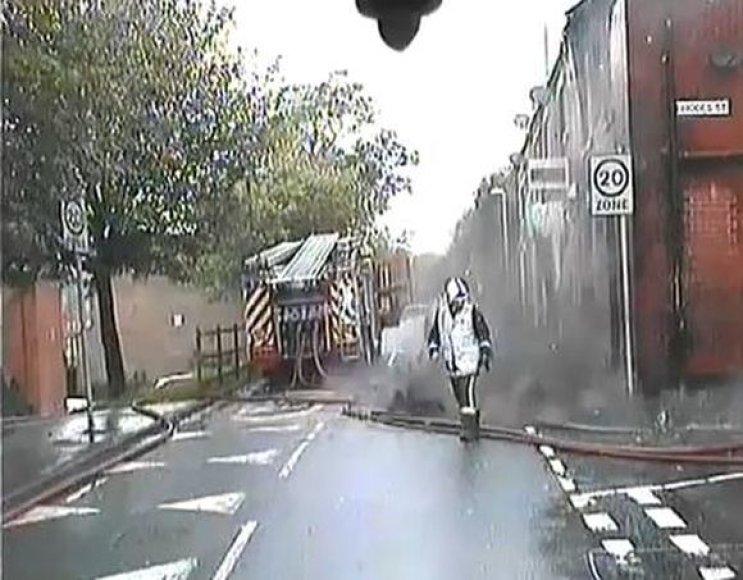 Namas vos nenuvirto ant gaisrininko