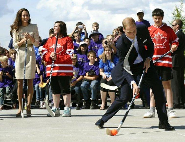 Princas Williamas žaidžia gatvės ritulį